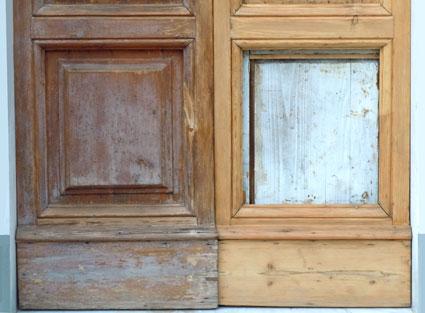 Come Ripristinare Una Porta In Legno.Restauro E Verniciatura Di Un Portone In Legno Cecchi It