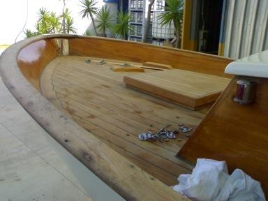 restauro gozzo sorrentino in legno con resina epossidica