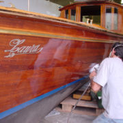 Come verniciare il piede poppiero della barca for Verniciare il legno