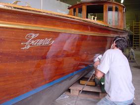 Come verniciare il legno a vista e a pittura - Verniciare un tavolo in legno ...